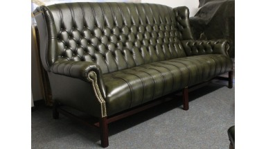 Darwin Chesterfield Sofa